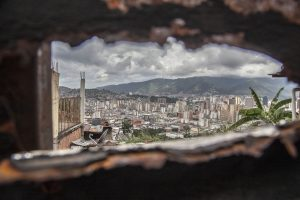 """View of Caracas, Venezuela, on 17 November 2017. With high inflation, low wages, lack of food and medicine and cash, Venezuela is plunged into a dramatic crisis. Venezuela has been declared in """"selective default"""" by Standard and Poor's after failing to make interest payments on bond issues as it tries to refinance its $150 billion foreign debt. (Photo by Alvaro Fuente/NurPhoto/Sipa USA)"""