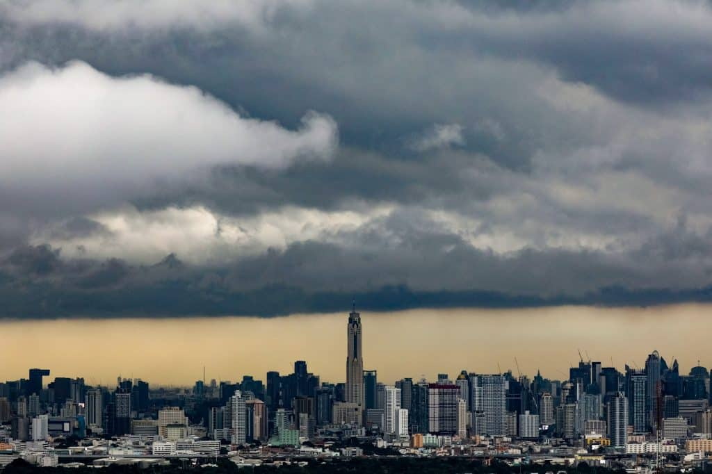 Rain clouds gather over central Bangkok, Thailand, October 2, 2017. REUTERS/Athit Perawongmetha TPX IMAGES OF THE DAY