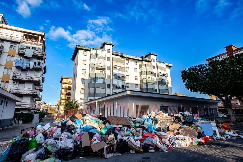(12/28/2018) Trash on streets in Palermo, Italy. (Photo by Antonio Melita/Pacific Press/Sipa USA)